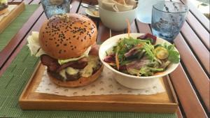Spikes Burger Full Plate